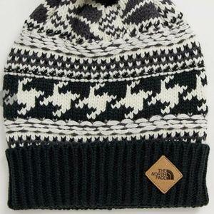 northface pom hat